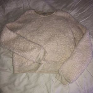 Abercrombie & Fitch Crop Fluffy Sweatshirt